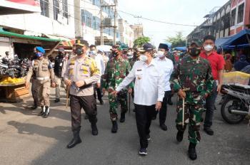 Dua Jenderal TNI-Polri Sinergi Bagikan 15.000 Masker & 2 Ton Beras