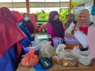 Dosen Unilak ini latih warga produksi Hand Sanitizer dari Limbah Kulit Buah