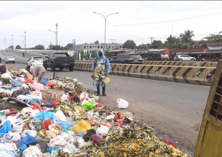 Polda Riau didesak tuntaskan penyidikan kasus Sampah di Pekanbaru