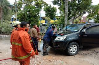 Mobil Terbakar, Pengunjung Kantor MPPK Pekanbaru Panik
