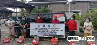 Kolaborasi, Ormas Kristen Riau Berbagi Bansos Sembako Covid19