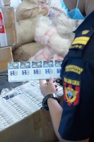 265 Kotak Rokok Ilegal Bernilai Miliaran, Diamankan Bea Cukai Dumai di Rohil