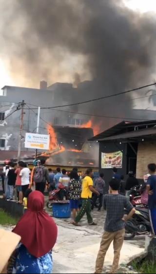 Diduga Arus Pendek Rumah Polisi Terbakar