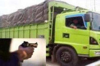 6 Perampok Bersenjata Bajak Truk Minyak Sawit, Supirnya Dibuang