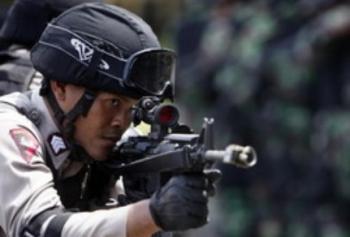Brimob Polda Riau vs Perampok Saling Tembak ?