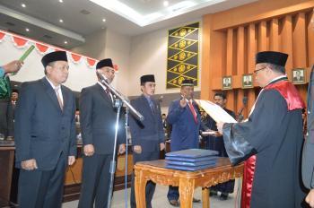 Galeri Foto Pelantikan 4 Pimpinan Defenitif DPRD Kota Pekanbaru 2014