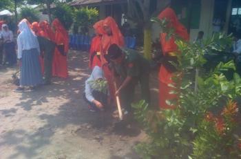 SMK 1 Tapung Tanam Pohon di Hari Pahlawan, Camat: Biar Ga Gundul