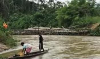 Jembatan Ambruk Akibat Banjir, 2 Desa di Rohul Terisolir